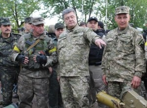 Президент Порошенко с военными