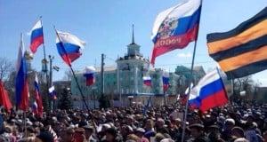 """Луганчане протестуют против """"фашизма"""" в Украине"""