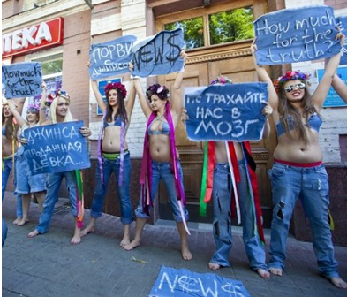 "Screenshot_6Акция группы Femen против ""джинсовой журналистики"", 2011 год"